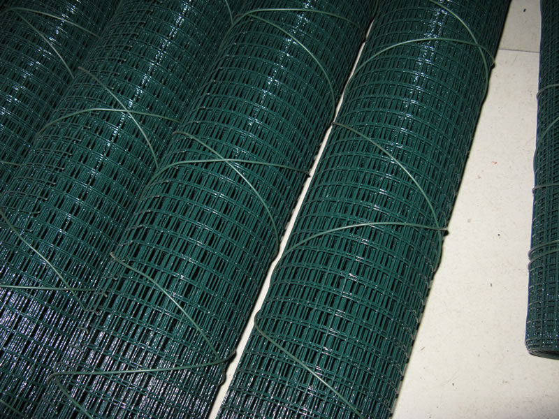 Galv. Mesh Fence with Green Vinyl Coating UV Protection